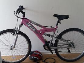 Trax tfs1 Womans Mountain Bike + helmet + lock