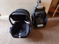 Excellent condition maxi cosi car seat and iso fix base. Smoke free home