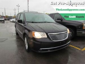 2015 Chrysler Town & Country Touring-L   CAM   LEATHER   REAR AI