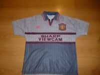 manchester united vintage shirt small mens, excellent condition from a collection