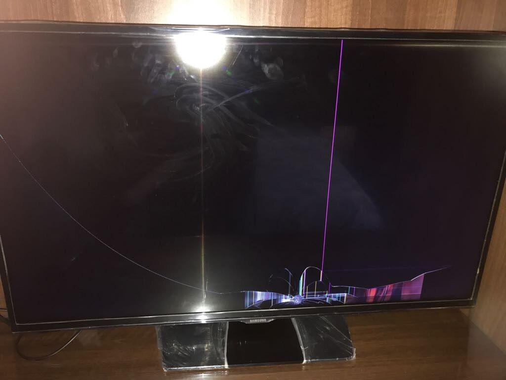 Samsung 32inch smart tv for sale (Broken screen) - Spare or repair