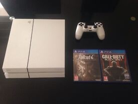PS4 White 500gb, 2 games, 1 pad