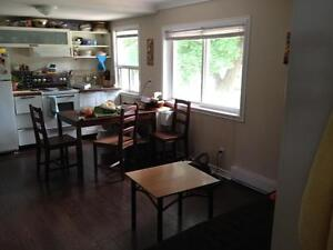 Great Upper Level Bachelor Unit Available Now!!