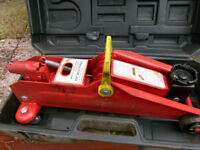 2 TON TROLLEY JACK BY CHALLENGE 135-335 MM LIFTING RANGE