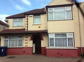 6 Bedroom house to rent in Southall £2000 per month