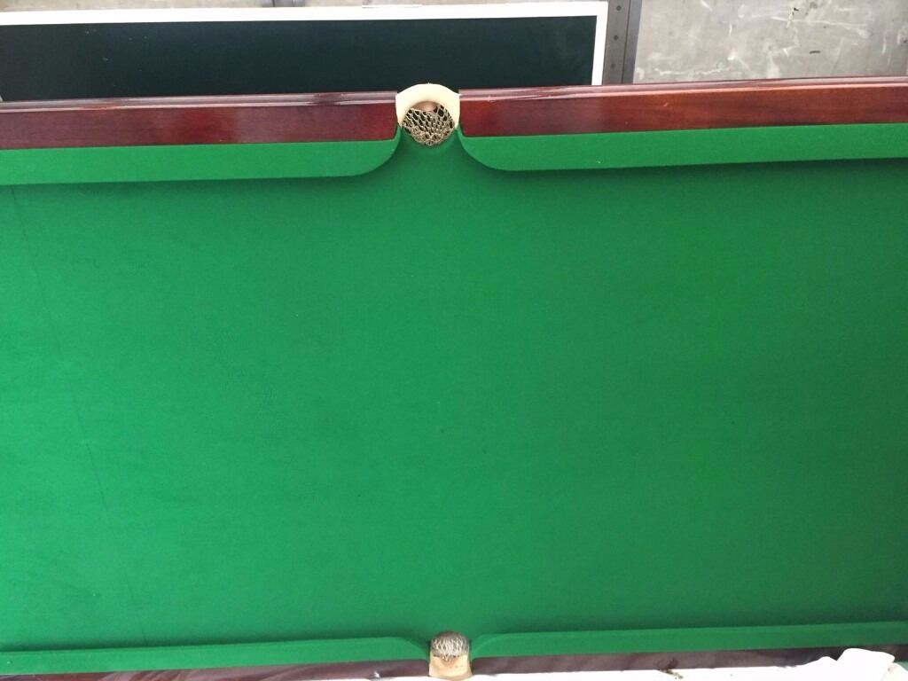 An beautiful table and 8 chairs which also turns into a snooker table in fantstic condition cheap as