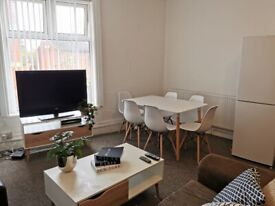4 or 5 Bedroom Flat, Wilmslow Road, Fallowfield, M14
