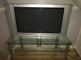 42 Inch Widescreen Flat TV with Glass stand £145