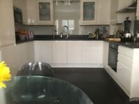 Double bedroom £650 Or Master bedroom £850 pcm with en-suite to rent in house-share.