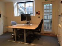 2 desks available for rent in friendly design office close to Victoria