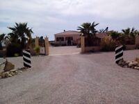 AT 218,000 POUNDS THIS LUXURY 4BED 3 BATH VILLA 40 MINS FOR ALICANTE AIRPORT