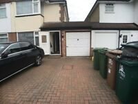 Fantastic large garage to let