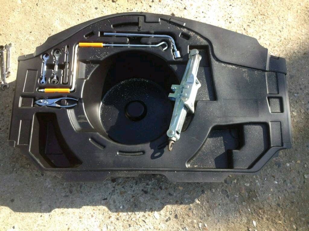 Lexus Is200 Tool Kit Wrench Jack Breaking Spares Can Post Is 200 Is300