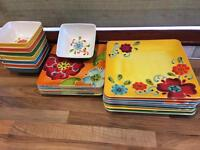 Plastic bowls and plates set