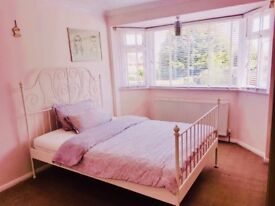 Spacious and Clean Double Bedroom to Rent in a beautiful house in Windsor