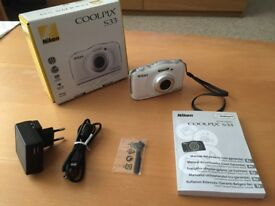 WATERPROOF CAMERA- GOOD FOR KIDS! USED CAMERA IN GOOD CONDITION... GOOD PRESENT TO USE THIS SUMMER!!