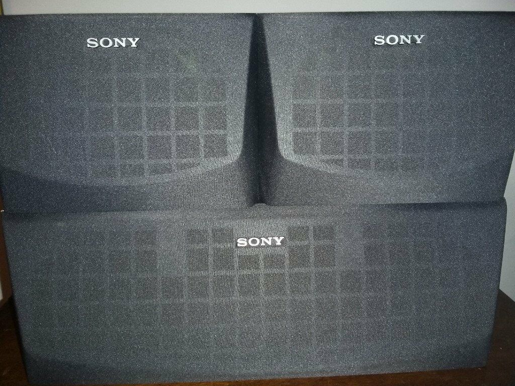 SONY CENTER & 2 SURROUND SPEAKERS, FULLY WORKING, CRYSTAL CLEAR SOUND, EXCELLENT CONDITION.
