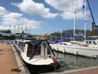 Boat moving service, pilotage, sailing and motorboat lessons.