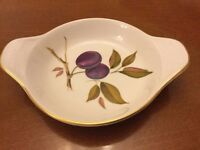 Pretty Royal Worcester Evesham Gratin / Oven to Table Dish with Gilt Trim in Excellent Condition