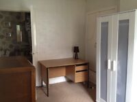 Double room to rent in friendly central Kirkcaldy flat.
