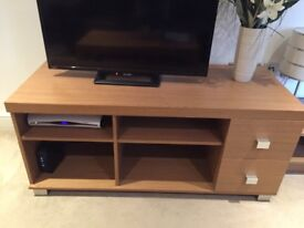 """Tv unit 47"""" long 20"""" wide 21"""" tall good condition"""