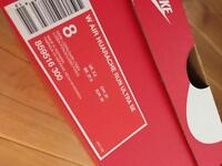 Huaraches women's brand new boxed