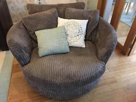 Circular love seat