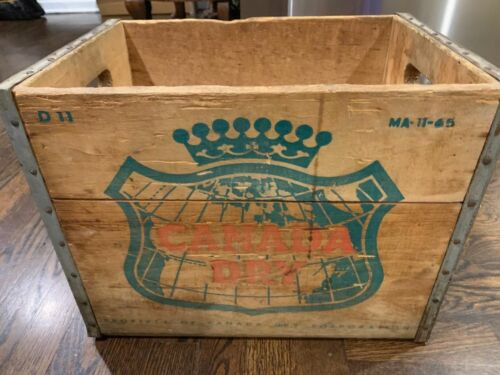 VINTAGE CANADA DRY WOODEN CRATE Ma-11-65