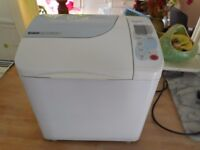 Breadmaker PANASONIC SD 253 with raison /nut dispenser (GLUTON free selection)