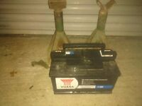 Heavy Duty Diesel car Battery for sale with A pare of axle stands