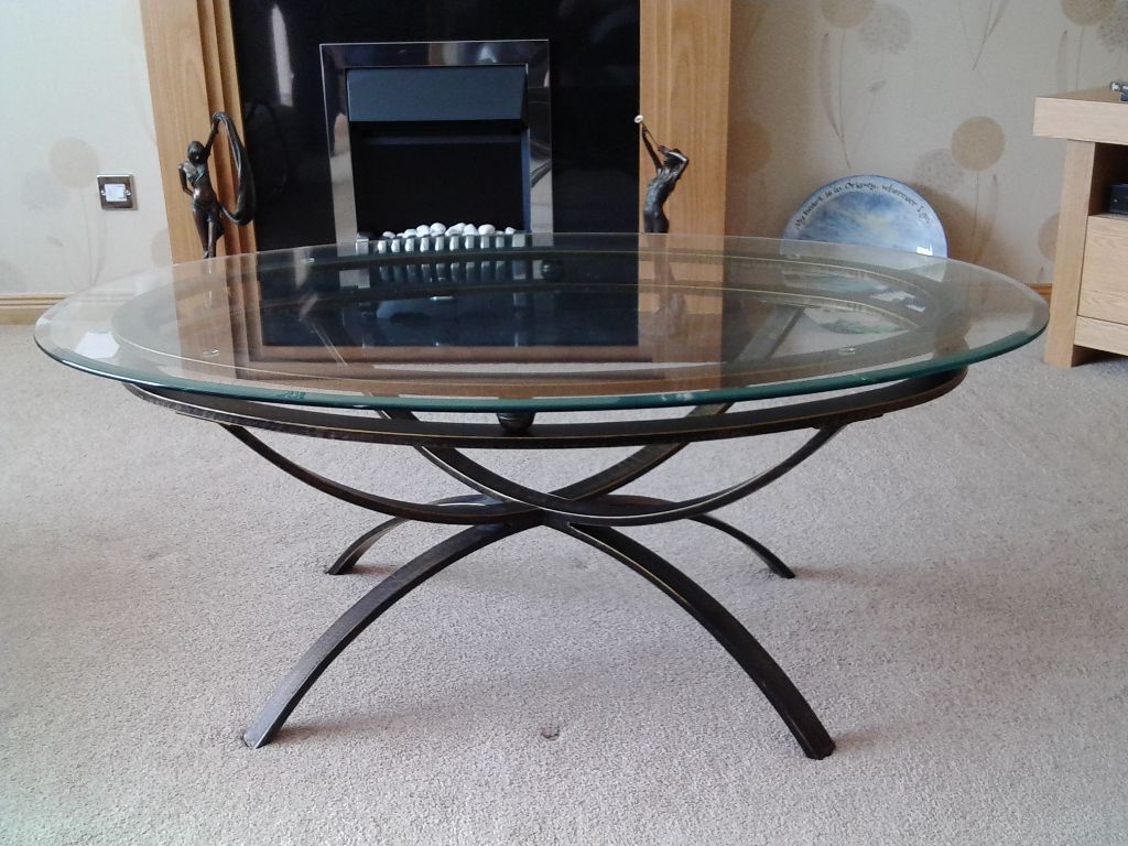 Glass coffee table in glenrothes fife gumtree for Coffee tables gumtree