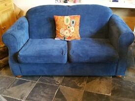 3 Seater Sofa Bed in blue velour. Features pull-out sprung metal frame and mattress 170x90x85.