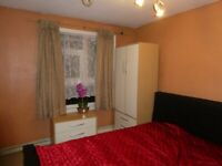 Double room to let in nice, clean family house in Cranford- Hounslow
