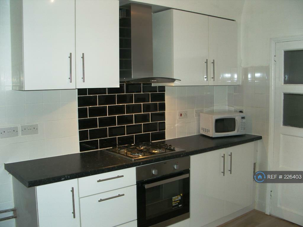 1 bedroom flat in Balfour Road, Ilford, IG1 (1 bed)