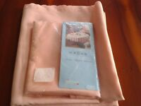 Peach oval tablecloth and matching set of 4 napkins,