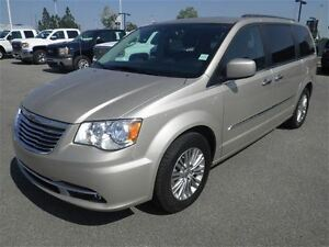 2015 Chrysler Town & Country Auto-Leather-NAV-Sunroof-Dual Dvds-