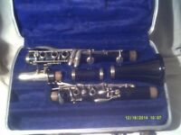 SELMER BUNDY B flat CLARINET , NICE INSTRUMENT , NICE KEYS & NICE GREEN BUNDY CASE