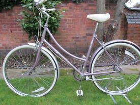 Raleigh Chiltern Ladies Traditional 3-Speed Vintage Classic Roadster. Dutch Loop Type Frame