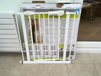 Child stair gate - Lindam Pressure Fit - Includes instructions