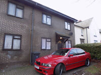 Lovely 2 Bedroom Apartment, Private Parking, Close to Town Centre, Schools, Shops