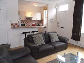 *ONLY 1 ROOM LEFT!*NO FEES*SPACIOUS REFURBISHED 4 BED HOUSE*£370 per month* ALL BILLS INCLUDED!*
