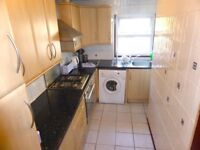 SPACIOUS THREE BEDROOM FLAT AVAILABLE IN CLAPHAM ON SOUGHT AFTER NORTHCOTE ROAD! (SW11)