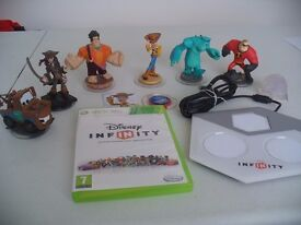 Disney Infinity starter pack + 3 extra figures - XBox 360