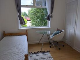Double and single rooms available walk to Napier sighthill. Close to Heriot watt uni and gyle.
