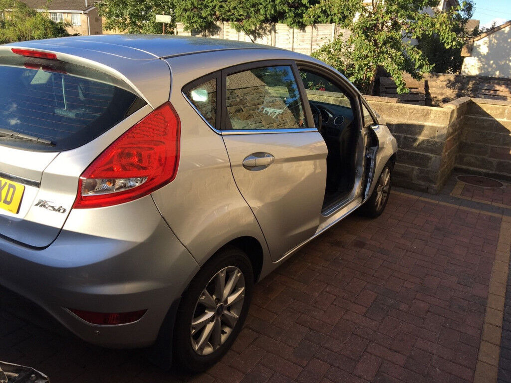 ford fiesta 2009./. 2015 breaking all firsta mk8/ ( parts only)