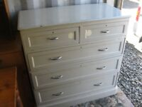 VINTAGE LARGE SOLID PINE CHEST OF 5 DRAWERS. '2 OVER 3' LAYOUT. STURDY. VIEWING/DELIVERY AVAILABLE
