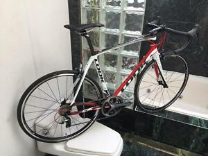 BRAND NEW (SIZE 56cm) LOOK 675 DURA ACE CARBON ROAD BIKE