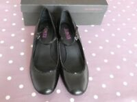 Jones Black leather Mary Jane style shoes in size 40