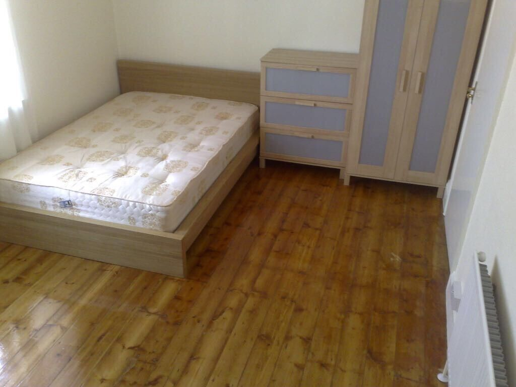 Lovely double room in a very clean flat share on old Kent road cleaner two bathrooms terrace