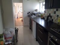 TWO ROOMS IN A FAMILY HOME ALL BILLS INC NEAR TUBE STATION